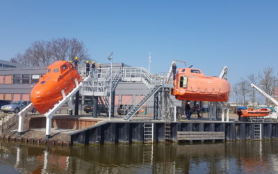 Nieuwe free fall lifeboat in Harlingen